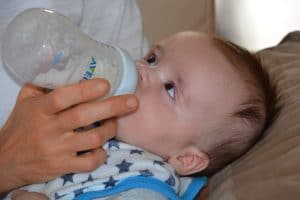 Ръководство за хранене на бебето до 12 месец - хранене до 4 месеца