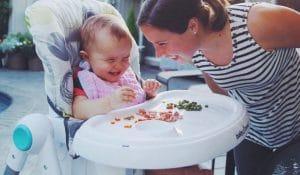 Готово ли е бебето за твърди вещества?